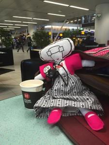AAgje 2 koffie vliegveld Inge