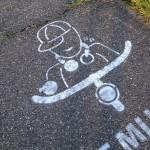 Krijttekening op het fietspad